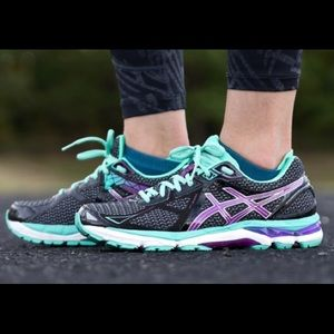 ASICS sz 7 Women's Running Shoes